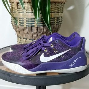 Nike Kobe Bryant's Purple Men's 9.5 EUC